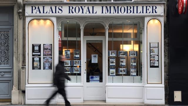 Les honoraires des agences situées à Paris et dans 76 communes franciliennes auraient baissé de 40 à 50%, selon un rapport que Le Parisien s'est procuré.