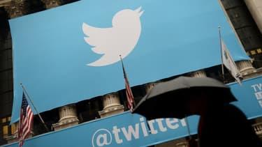 """Certains employés de Twitter ont pu voir sur Facebook une publicité  à l'entête du cabinet leur demandant """"Avez-vous été récemment viré de Twitter ?"""