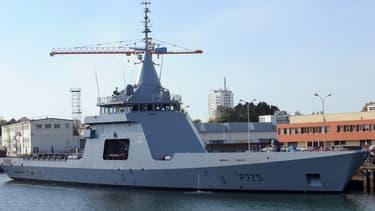 Un patrouilleur de type Gowind dans le port de Lorient.