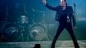 Johnny Hallyday au Stade de France en 2009. Le chanteur français a été opéré jeudi à Los Angeles pour faire remplacer la prothèse de sa hanche. Victime de problèmes graves après une opération l'année dernière, le rocker vient de terminer l'enregistrement