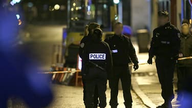 Des policiers à Bois-Colombes, en novembre dernier.