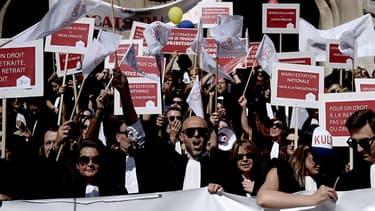 """Le Conseil national des barreaux (CNB) avait appelé à un rassemblement des avocats à Paris, où exerce près de la moitié des 70.000 """"robes noires"""" de France."""