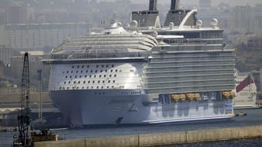 Marseille arrive en huitième position des ports les plus pollués : les 57 bateaux qui y ont fait escale en 2017 ont rejeté 15 tonnes de SOx, soit près de quatre fois plus que tous les véhicules circulant en ville.