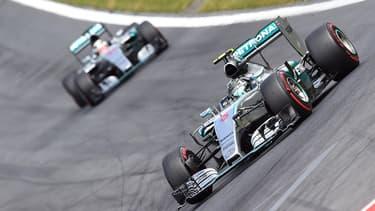 La F1 connaît actuellement une baisse d'audience due à la domination des Mercedes, ici en photo