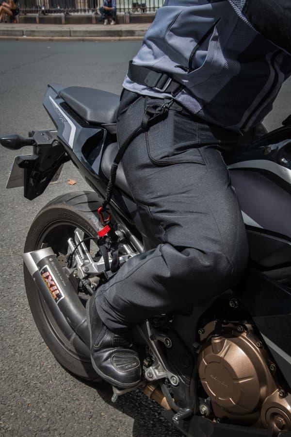 L'airbag de CX Air Dynamics est relié à la moto par un câble