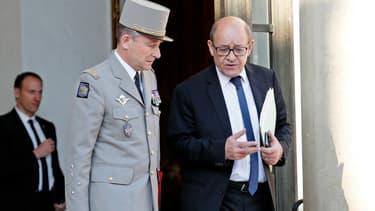 Jean-Yves Le Drian, alors ministre de la Défense, et le général Pierre de Villiers.