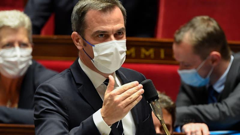 """""""Si le virus pouvait nous regarder (...) il se servirait une petite bière"""": Véran accuse l'opposition de faire durer les débats à l'Assemblée"""