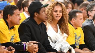 Jay-Z et son épouse Beyonce à un match des Jets Brooklyn, l'équipe dont il est fan.