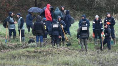 Une reconstitution sur les lieux où aurait été enterrée la famille Troadec, à Pont-de-Buis Lès Quimerc'h, dans le Finistère, le 12 mars 2019.