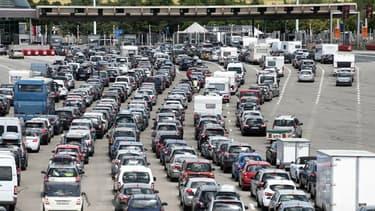Les embouteillages à un péage sur l'A7 en juillet 2015.