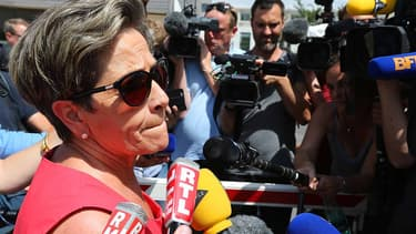 Viviane Lambert, mère de Vincent Lambert, répond à des questions de journalistes devant le CHU de Reims