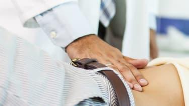 Il n'existe pas de traitement curatif des  maladies inflammatoires chroniques de l'intestin mais les médicaments anti-inflammatoires permettent dans la grande majorité des cas un contrôle durable de la maladie.