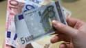 Une sortie volontaire de la France de la zone euro détruirait jusqu'à un cinquième de la richesse nationale sur dix ans et coûterait un million d'emplois, selon une projection de l'institut Montaigne parue mardi dans Les Echos. /Photo d'archives/REUTERS/V