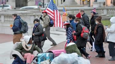 Les partisans de Trump en provenance de Boston en marche vers le Capitole, à leur arrivée à Washington le 6 janvier 2021 au matin