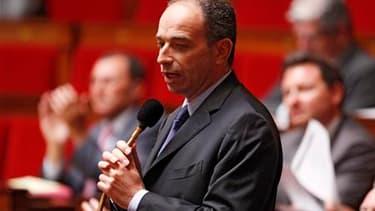 """Pour le président du groupe UMP à l'Assemblée, Jean-François Copé, la future contribution sur les hauts revenus pour financer les retraites est bien une entaille dans le bouclier fiscal. """"C'est - comment dire? - une dérogation (...) Il (le bouclier fiscal"""
