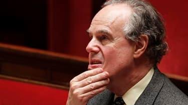 """Frédéric Mitterrand a déclaré dimanche qu'il était de son """"devoir"""" de garder désormais le silence sur l'affaire Polanski, tout en réitérant à mots voilés sa réprobation face aux ennuis judiciaires du cinéaste franco-polonais. /Photo prise le 4 mai 2010/RE"""