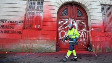 L'heure est au nettoyage ce diamanche à Nantes, au landemain d'une manifestation contre l'aéroport de Notre-Dame-des-Landes.