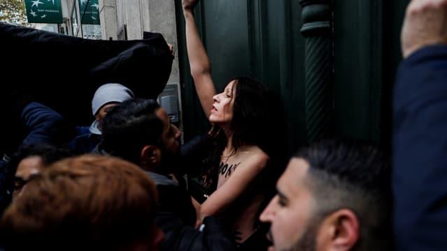 Une Femen a fait son apparition à la marche contre l'islamophobie ce dimanche