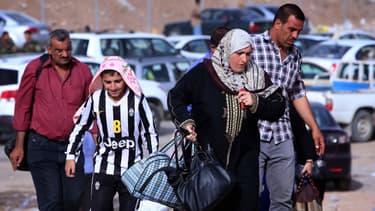 Une famille fuit la province de Nivine, le 11 juin 2014.