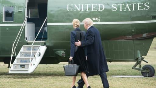 Le président américain Donald Trump et sa fille Ivanka montent à bord de l'hélicoptère présidentiel Marine One, le 1er février 2017 à la Maison Blanche, à Washington