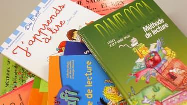Les rapports s'opposent sur l'importance du manuel de lecture choisi. (Photo d'illustration)