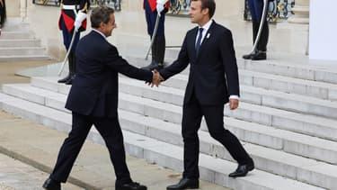 Emmanuel Macron accueille Nicolas Sarkozy à l'Élysée