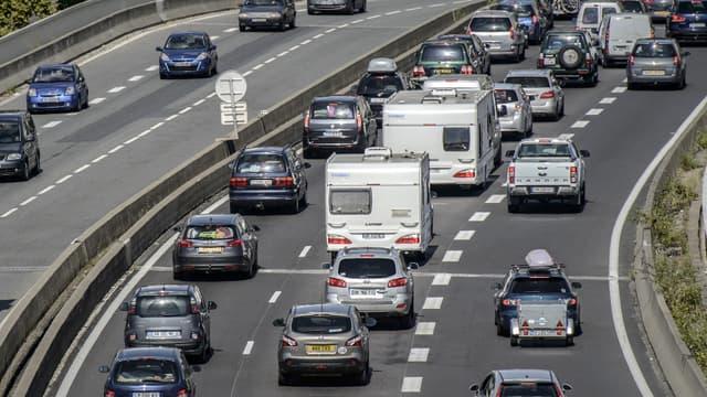 Le ministre de l'Economie a affirmé dimanche qu'il cherchait un moyen de réduire les frais d'autoroutes.