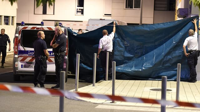 Des policiers sur les lieux de la fusillade, dans la nuit du 23 au 24 août, à Montpellier.