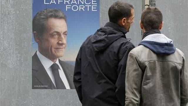 Un vent de pessimisme souffle sur le camp de Nicolas Sarkozy à trois jours du premier tour de l'élection présidentielle. Beaucoup d'analystes ne s'interrogent plus tant sur ses chances d'être réélu le 6 mai que sur ce qui pourrait encore le sauver d'une d