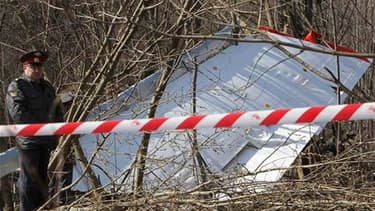Le président Lech Kaczynski et plusieurs autres personnalités polonaises ont trouvé la mort samedi dans un accident d'avion à l'approche de l'aéroport de Smolensk, dans l'ouest de la Russie. Le Tupolev emportait 97 personnes. Il n'y a aucun survivant. /Ph