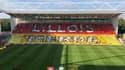 Le tifo lensois à l'entrée des deux équipes Lens et Lille