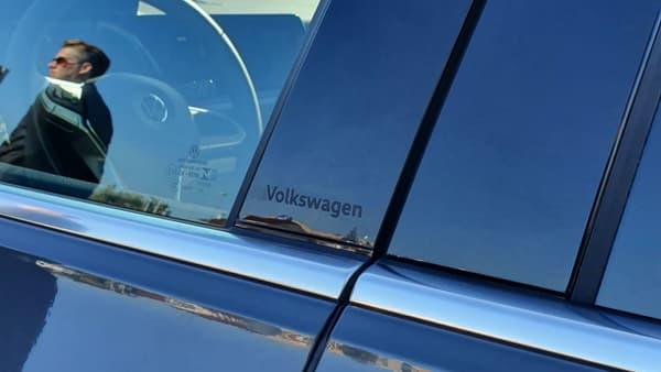 """Si la marque a abandonné le slogan """"Das Auto"""" après le dieselgate, VW réintroduit discrètement son patronyme un peu partout sur la Golf. Comme une fierté retrouvée."""
