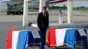 Nicolas Sarkozy s'est rendu mardi l'aéroport d'Orly, près de Paris, pour se recueillir, en présence des familles, devant les dépouilles des huit victimes de l'attentat de Marrakech rapatriées par avion du Maroc. Les auteurs de cette attaque, qui a fait 16