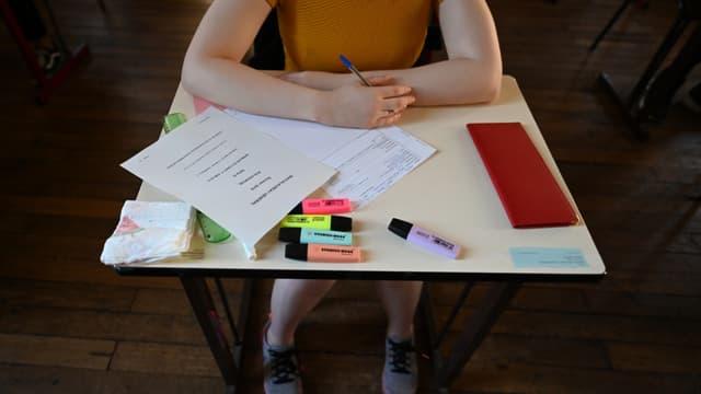 Une candidate au baccalauréat lors de l'épreuve de philosophie en juin 2019 (photo d'illustration)