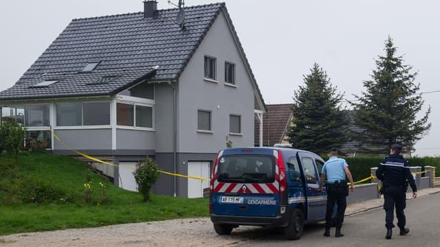 Devant la maison de Moernach où a été retrouvée morte une fillette de 11 ans, le 3 septembre 2014.