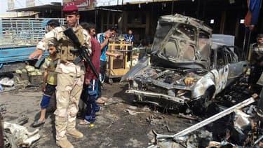 A proximité de Kerbala, en Irak. Une série d'attentats perpétrés mardi dans le centre et le sud de l'Irak ont fait une trentaine de morts, près de lieux saints chiites. /Photo prise le 3 juillet 2012/REUTERS/Mushtaq Muhammed