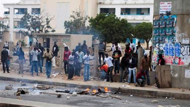 Les forces de sécurité sénégalaises sont de nouveau intervenues mercredi pour disperser plusieurs centaines de manifestants à Dakar, au lendemain de la mort d'un étudiant lors d'un rassemblement contre la candidature du chef de l'Etat sortant Abdoulaye Wa