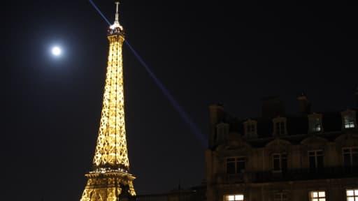 La Société de la Tour Eiffel est l'ancienne exploitante du bâtiment du même nom.