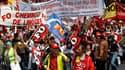 Manifestation à Paris à l'appel de Force ouvrière, qui fait cavalier seul pour le moment au sein des syndicats contre le projet de réforme des retraites. /Photo prise le 15 juin 2010/ REUTERS/John Schults