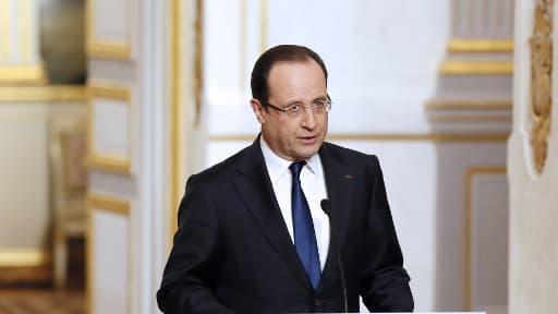 """François Hollande s'est dit samedi déterminé """"à poursuivre sans relâche la lutte contre les groupes terroristes qui restent présents au Nord du Mali"""""""