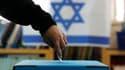 Selon les sondages réalisés à la sortie des urnes, le Likoud-Beitenou (droite) du Premier ministre israélien Benjamin Netanyahu est en tête des législatives de mardi, mais les formations de centre gauche réalisent une percée inattendue qui pourrait compli