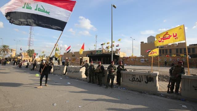 Des forces de sécurité irakiennes devenant l'ambassade américaine à Bagdad, le 1er janvier 2020.
