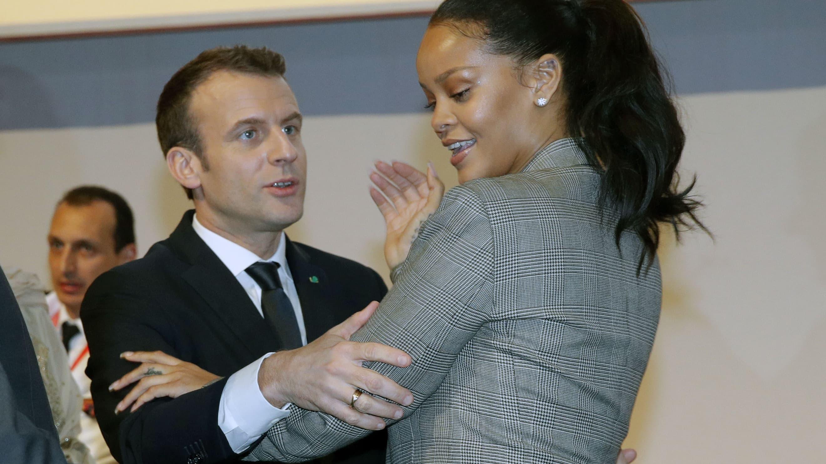 Emmanuel Macron Et Rihanna Se Retrouvent A Dakar Pour Parler D Education