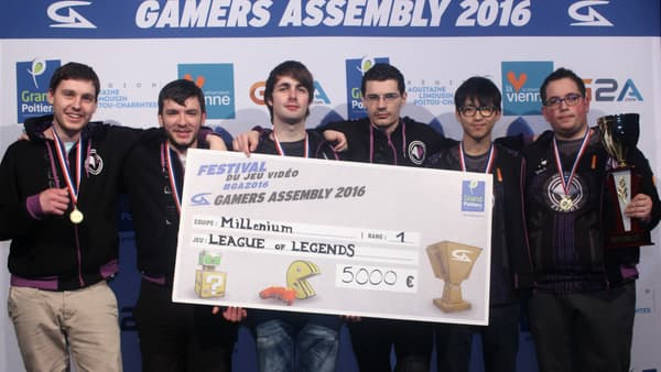 L'équipe Millenium, victorieuse du tournoi League of Legends