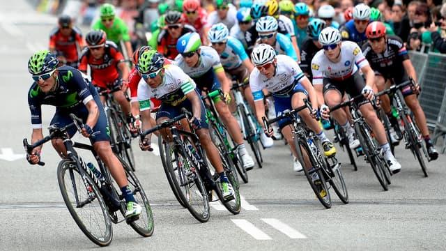 Nouvelle chute dans le vélo à cause d'une moto sur le Tour de Belgique.