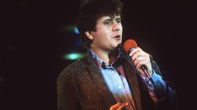 """Le chanteur Daniel Balavoine lors de l'emission de radio """"Studio 1"""" en février 1984 à Paris."""