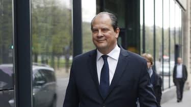 Jean-Christophe Cambadélis estime que le Medef doit respecter sa parole vis à vis des objectifs de création d'emploi.