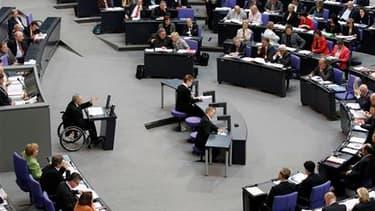Le Bundestag, la chambre basse du Parlement allemand, a voté vendredi une loi autorisant la première économie de la zone euro à contribuer au mécanisme de stabilisation de 750 milliards d'euros décidé par l'Union européenne. /Photo prise le 21 mai 2010/RE