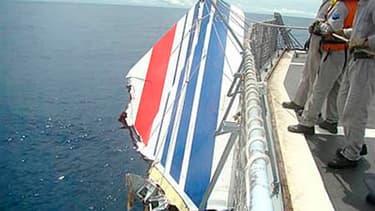 Débris de l'Airbus A330 qui s'est abîmé en mer le 1er juin 2009 alors qu'il reliait Rio et Paris. Selon le Bureau d'enquêtes et d'analyses (BEA), la troisième phase de recherches de l'épave du vol AF447 dans l'océan Atlantique s'est achevée sur un nouvel