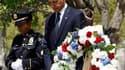 Barack Obama s'est recueilli jeudi sur le site de l'attentat du 11 septembre 2001, à New York, quelques jours après la mort d'Oussama ben Laden, chef de file d'Al Qaïda responsable de la mort de près de 3.000 personnes dans l'effondrement des tours jumell